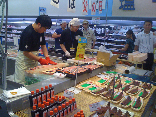 Killing and filleting live eels in the supermarket
